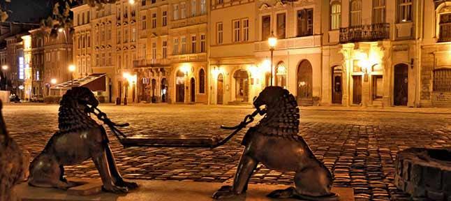 романтическая вечерняя площадь рынок