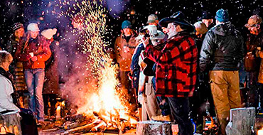 bonfire guests 103181695 XNUMX XNUMX sq