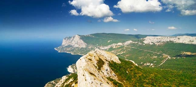 Along serpentine mountains. Reserve Crimea