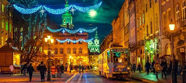He is glorified! Christmas scent of Lviv and the Carpathians