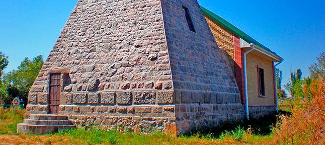 Sacred Ukraine. Monasteries and Pyramids of Poltava